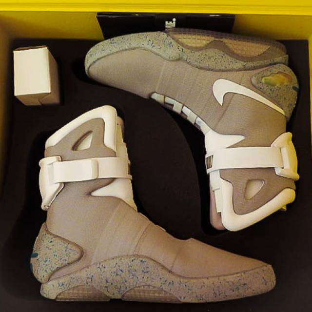 "Nike Air Mag ""Back To The Future"" 