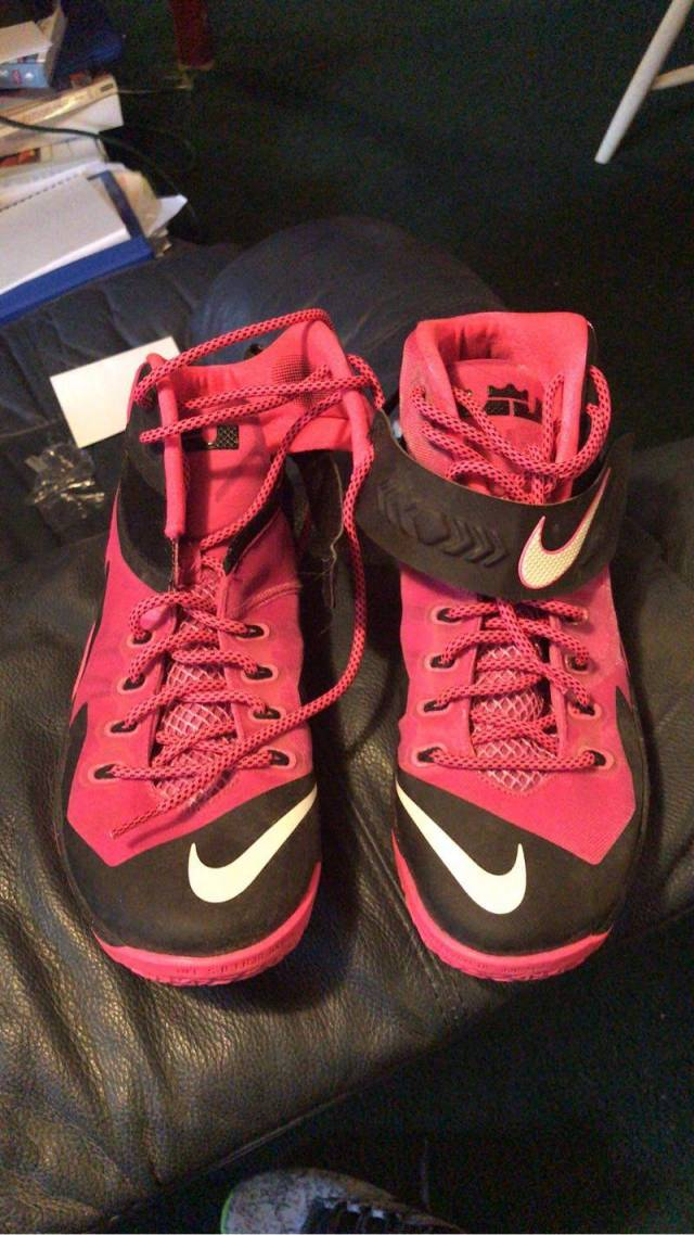 8e915b03764 Nike Lebron Soldier 8 Breast Cancer Awareness