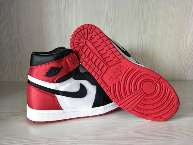 Air Jordan 1 Retro High Satin Black Toe