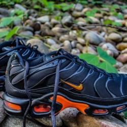 Nike air max plus black orange