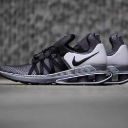 Nike shox gravity  sz 9   ar19...