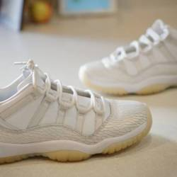 Air jordan 11 low gs frost whi...
